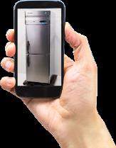 スマートフォンで冷蔵庫を撮影する様子