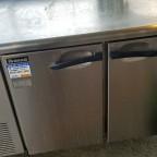 東京都内より厨房機器一式を買い取りました。